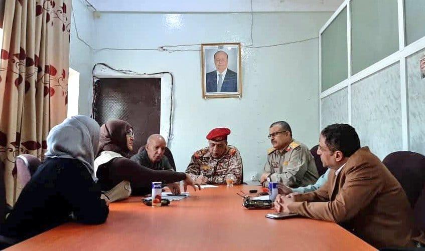 اللجنة الوطنية للتحقيق تناقش مع قيادة محور تعز ملف حقوق الإنسان بالمحافظة